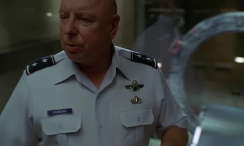 Stargate.SG-1.(2001).S05E14.1080p.BluRay.AC3.x264-BORDURE (MultiDub.Cz.Eng).mkv